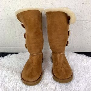 """UGG Bailey Suede Button Triplet II Boots Sz9"""""""